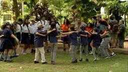 Conheça um grupo de escoteiros apaixonados por realizar atividades cívicas