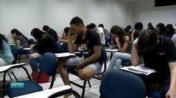 Estudantes se dedicam na reta final para Enem