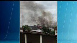 Video feito por telespectador mostra fogo que atingiu pastagem em Governador Valadares