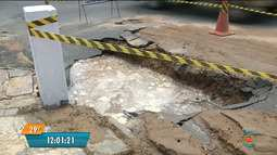 Vazamento de água deixa estragos na Avenida Almirante Barroso em Campina Grande