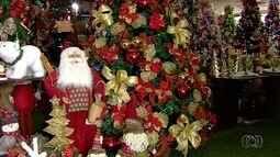 Decorações de Natal tomam comércios de Goiânia