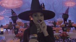 A repórter mirim Marcele Amorim participa de uma festa de Halloween