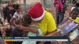 Voluntárias recolhem cartinhas de crianças