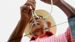 Trabalhadores aliam fé ao dia a dia no campo no noroeste paulista