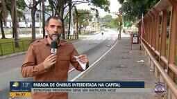 Parada de ônibus é interditada em Porto Alegre