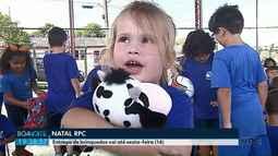 Outras quase 500 crianças recebem brinquedos da campanha Natal RPC em parceria com o Sesc