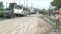 Pista é interditada após fertilizante derramar na BR-135 no Maranhão