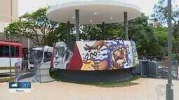 Artistas de Uberaba grafitam coreto na Praça Rui Barbosa