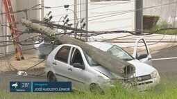 Motorista perde controle do veículo e derruba seis postes em Franca, SP