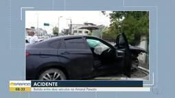Colisão entre veículos interrompe trânsito na rodovia Amaral Peixoto, em Rio das Ostras