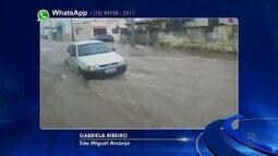 Chuva deixa ruas do bairro São João alagadas em São Miguel Arcanjo