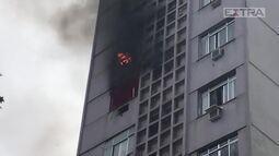 Incêndio em Copacabana interdita parte da Rua Barata Ribeiro