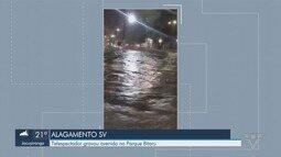Ruas de São Vicente ficam alagadas após chover cerca de 20 minutos