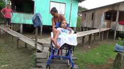 Menina cadeirante deixa de ir à escola por falta de acesso em bairro de Cruzeiro do Sul