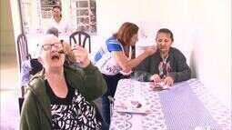 Ação social da 'A Dona do Pedaço' entrega bolos em asilos da região