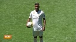 Rodrygo é apresentado pelo Real Madrid, mas não esquece o Santos