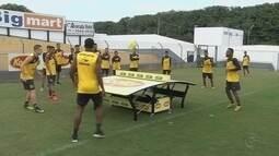 Jogadores do Novorizontino ganham futmesa para ajudar nos treinos