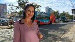Analise Severo passeia por Porto Alegre em ônibus da Linha Turismo no De Mala e Cuia