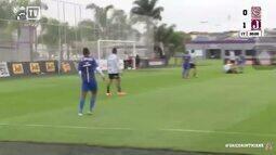 Ortigoza abre o placar para o Juventus-SP após escorregão de zagueiro do Corinthians