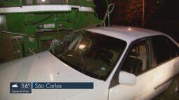 Trem arrasta carro por cerca de 100 metros e motorista fica ferido em São Carlos