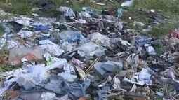 Moradores reclamam de lixo em rua de Votorantim