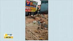 Lixo se acumula em obra inacabada no Pirambu