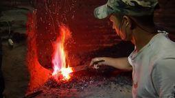 Ferreiros de Potengi aprendem a fazer facas
