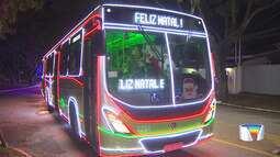 Ônibus iluminados percorrem os bairros de São José dos Campos
