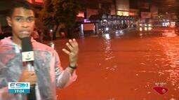 Rio Itapemirim sobe e provoca inundação em Cachoeiro de Itapemirim, no Sul do ES