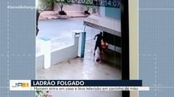 Flagrado homem furtando aparelho de TV em carrinho de mão, em Goiânia
