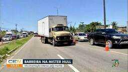 Movimentação intensa e congestionamento em barreira na Av. Mister Hull