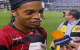"""Ronaldinho Gaúcho: """"Eu já tinha batido uma falta desse jeito no Barcelona"""""""