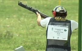Brasileiros do tiro esportivo se preparam para representar o Brasil nas Olimpíadas de 2012