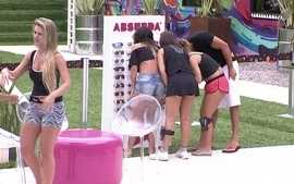 Tarde Animada! Comea a Pool Party - Absurda