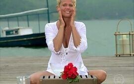 Está com aspecto cansado? Xuxa ensina truque caseiro com água e gelo