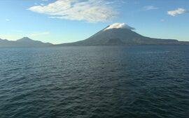 Cesar Troncoso convida para um passeio por Atitlán