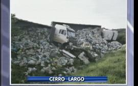 Acidente entre duas carretas em Cerro Largo
