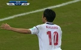 Gol do Japão! Kagawa chuta com categoria e amplia aos 32 do 1º tempo