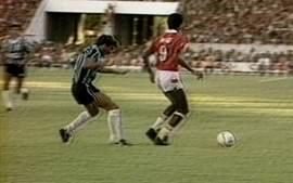 Em 1989, Internacional vence o Grêmio por 2 a 1 pelo Campeonato Brasileiro