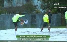 Neymar mostra habilidade fazendo embaixadinhas