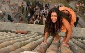 Gabriela - 2ª versão: Gabriela pega pipa no telhado