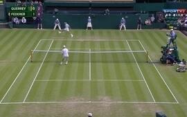 Roger Federer faz linda jogada em partida do Torneio de Wimbledon