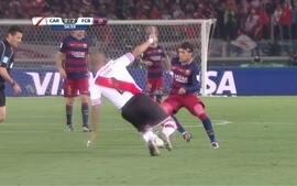 Fez fila! Neymar dribla jogadores do River Plate, cai e pede pênalti
