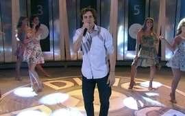 Felipe Dylon ressurge no palco do 'Domingão' e canta 'Musa do Verão'