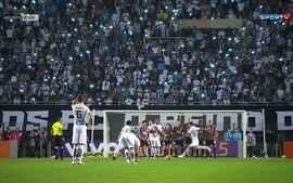 Em jogo quente, Santos bate com São Paulo pelo Brasileirão