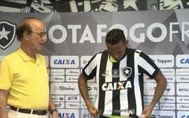 'Botafogo apresenta o lateral-esquerdo Gilson, ex-América-MG