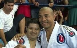José Aldo visita lutadores paralímpicos de jiu-jitsu