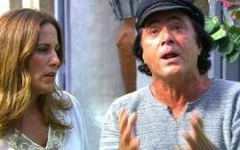 Na Grécia, Júlia vai ao encontro de Nikos, que se mostra magoado