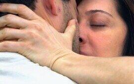 Donatela beija Zé Bob