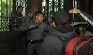 Grupo de sem-teto entra em confronto com a polícia na região central de São Paulo